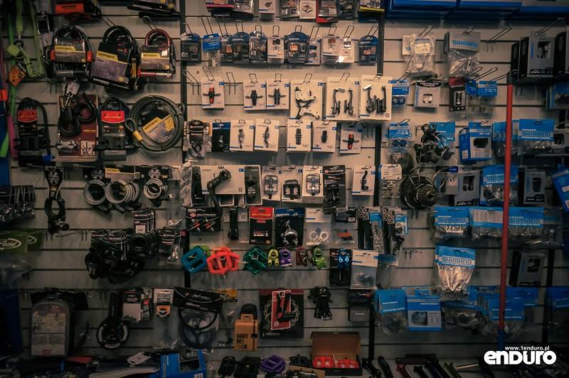 Jak kupić pierwszy rower MTB? Akcesoria