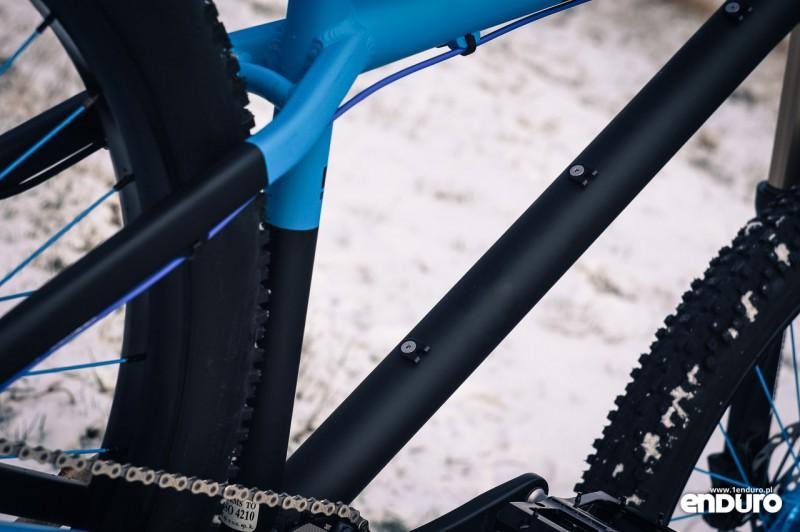 NS Bikes Eccentric Djambo - prowadzenie przewodu sztycy stealth