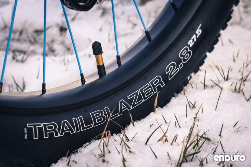 """NS Bikes Eccentric Djambo - opona WTB Trailblazer 27.5x2.8"""""""