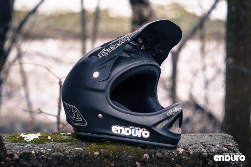 Kask enduro: fullface Troy Lee Designs D2