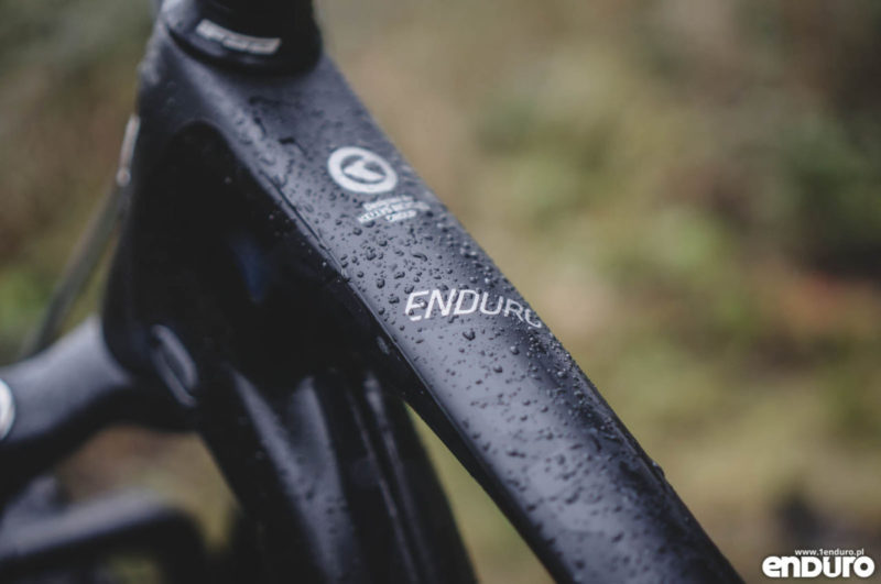 Wyposażenie (i napis na ramie) sugeruje więc, że Eraser jest rasowym rowerem do enduro-racingu. Nie jest to jednak w 100% prawdą.