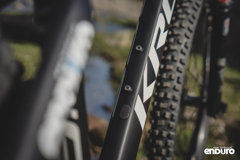Kross Dust 3.0 - rama mocowanie bidonu
