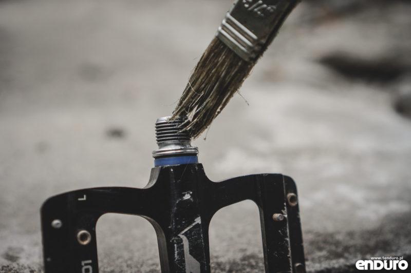 Przygotowanie roweru do zimy - smarowanie gwintów
