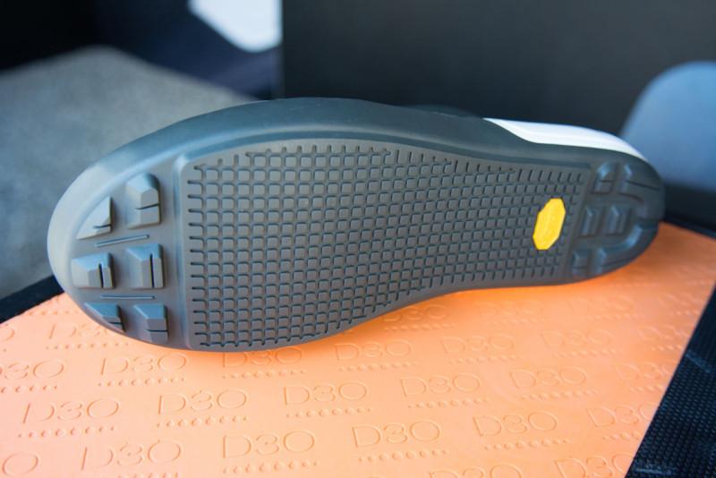 Równie fajnie wyglądają buty nowej marki Only What's Necessary...