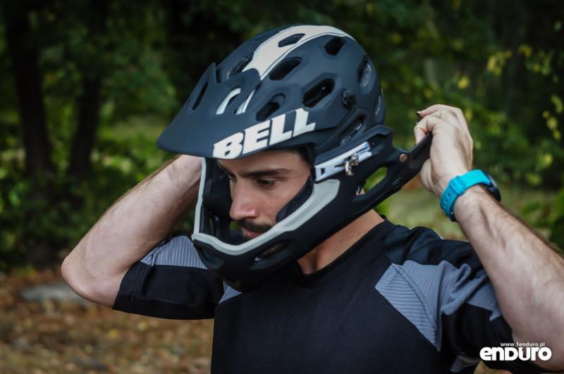 Test Bell Super 2R - zakładanie szczęki 2