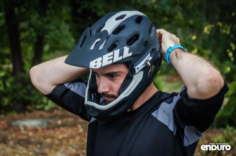 Test Bell Super 2R - zakładanie szczęki 3