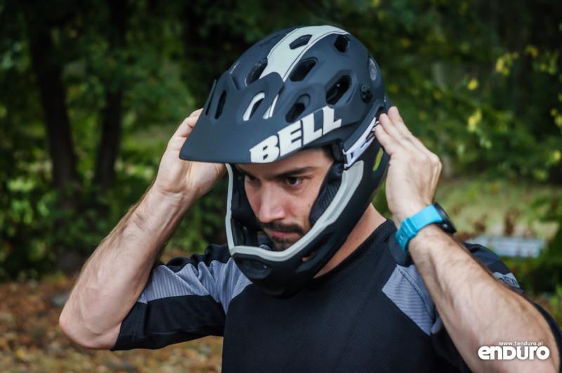 Test Bell Super 2R - zakładanie szczęki 4