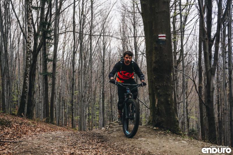 Enduro Trails Bielsko Biała - podjazd czerwonym szlakiem