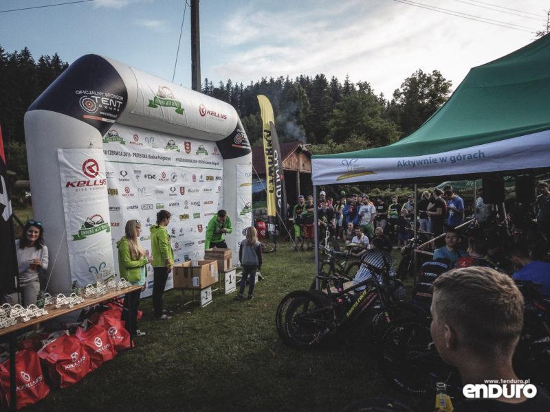 Enduro MTB Series Przesieka 2016 - podium losowanie
