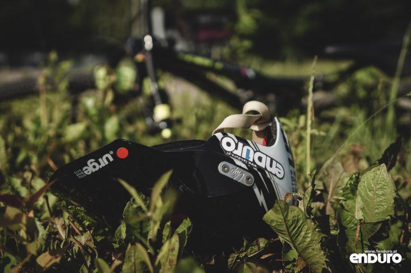 Jak dbać o kask rowerowy - na ziemi