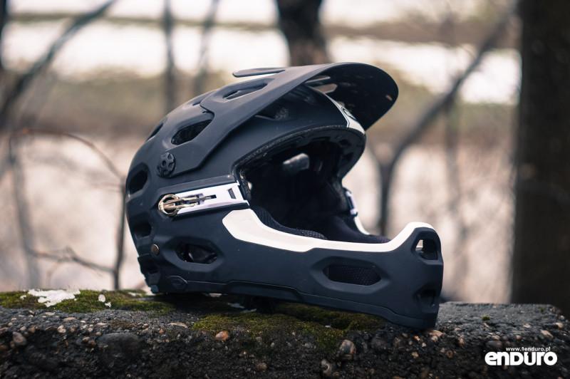 Kask enduro: Bell Super 2R z odpinaną szczęką