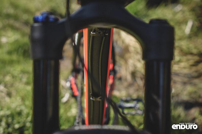 Kross Dust 3.0 - dolna rura przewody