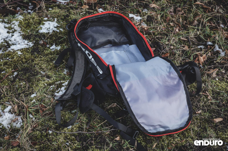 Plecak Kross Pickup 15l - wnętrze