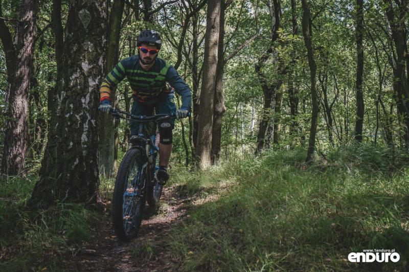 NS Bikes Eccentric Djambo - zakręt