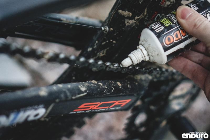 Przygotowanie roweru do zimy - smarowanie łańcucha