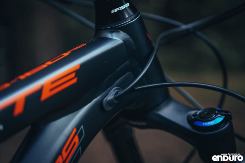 Whyte G-160 RS 2017 - cable grommet