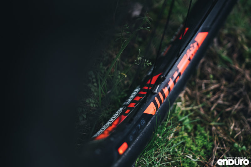 Cannondale Jekyll Carbon 3 2018 - obręcz WTB Frequency i29