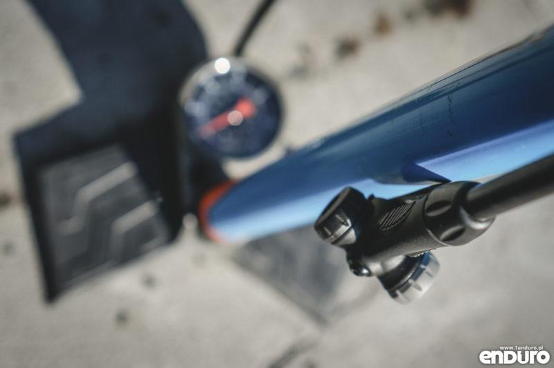 Opony enduro MTB, jakie ciśnienie - pompka