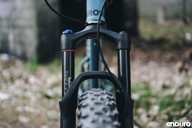 Kross Smooth Trail 2017 - Rock Shox Revelation golenie 32 mm