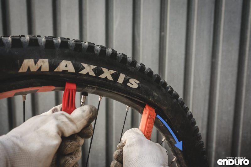 Jak założyć oponę rowerową - łyżki do opon