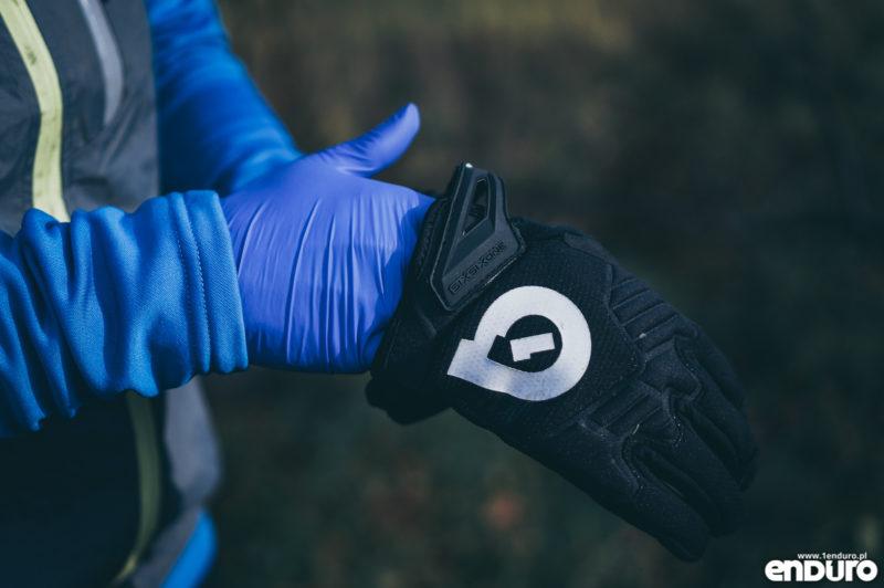 Ubrania rowerowe jesień zima - wodoodporne rękawiczki na rower lateks