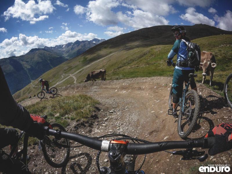 Kolarstwo górskie MTB enduro - zasady savoir vivre na szlaku